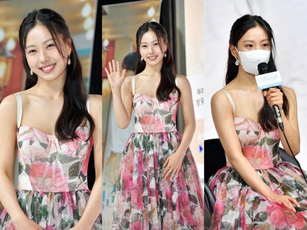 고민시, '미성년 음주' 논란 후 환한 미소