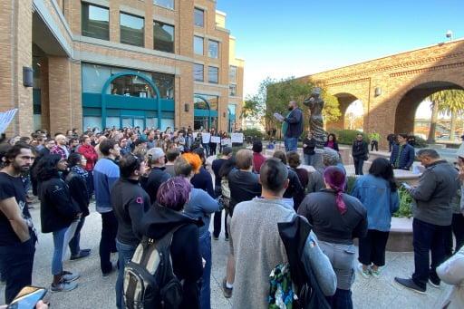올 초 구글 엔지지너들이 샌프란시스코 사무실 앞에서 노조를 결성하는 모임을 갖고 있다.