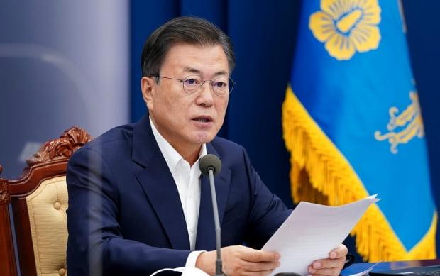 문재인 대통령이 3일 오후 청와대에서 열린 2차 특별 방역 점검회의에서 발언하고 있다. 연합뉴스