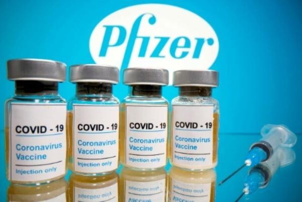 """화이자 최고경영자(CEO)는 1분기 실적 발표 보고에서 """"오는 9월 2~11세 어린이용 백신에 대한 긴급사용 승인을 FDA에 신청하겠다""""고 밝혔다. /사진=로이터"""