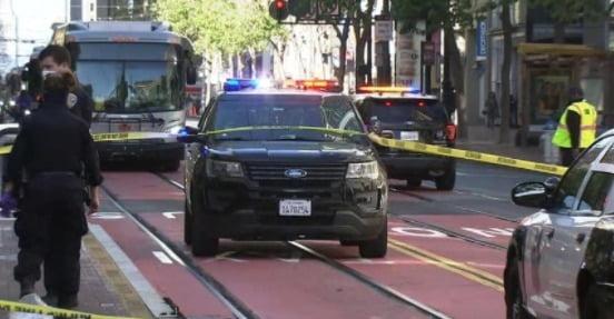 아시아계 여성 2명이 흉기에 찔린 사건 현장. 사진=트위터 ABC방송 뉴스 게시물 캡처
