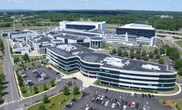 IBM의 반도체 연구를 전담하는 IBM올버니연구소 전경. IBM 제공.