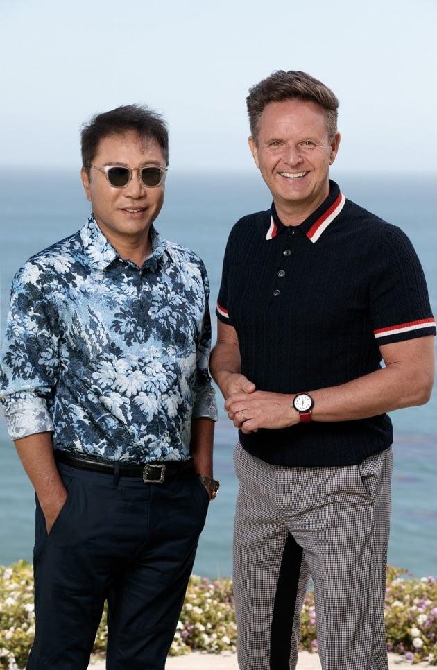 이수만 프로듀서(왼쪽)와 마크 버넷 프로듀서(오른쪽) 이미지 /사진=SM엔터테인먼트