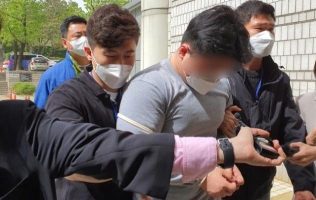 A씨가 지난 7일 영장실질심사를 받기 위해 서울중앙지법으로 들어서고 있다. / 사진=연합뉴스