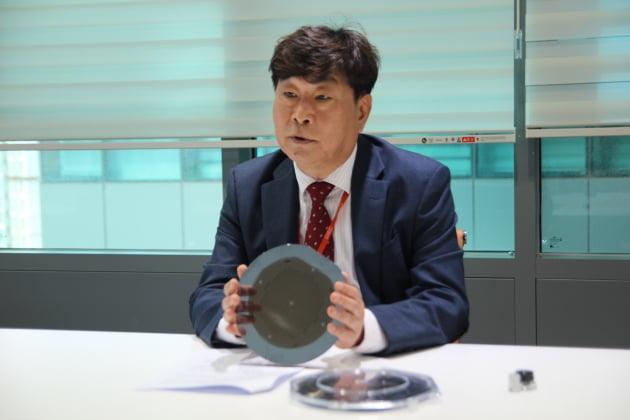 안범모 포인트엔지니어링 대표가 AAO 기술이 적용된 프로브 핀에 대해 설명하고 있다. (사진 = IFG파트너스)