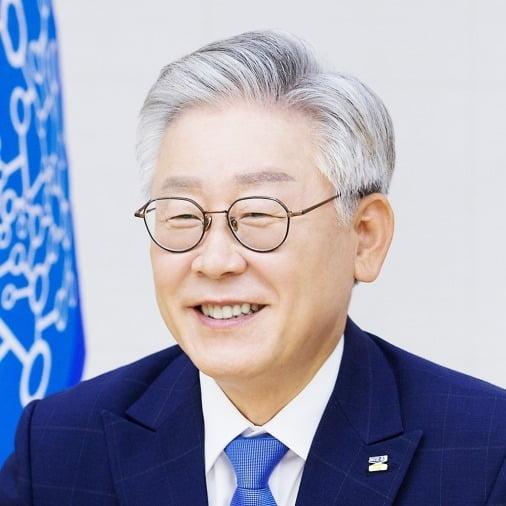 """文 '부동산 사과'에…이재명 """"개혁 방해한 관료들 책임 커"""""""