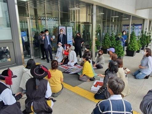 박남춘 인천시장과의 면담을 요청하고 있는 인천 송도주민들. 인천시민 생명권보장 비상대책위