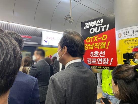 """'김포 지옥철' 탄 이낙연, 국토장관에 """"'김부선GTX' 안 된다"""""""