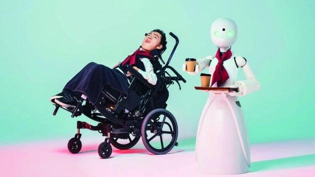 먼 거리에서 원격조종을 할 수 있는 '아바타 로봇'인 '오리히메(OriHime)'는 중증 장애인이 일할 권리를 실현하는 데 기술이 어떻게 쓰일 수 있는지를 보여준다. / Ory laborafory
