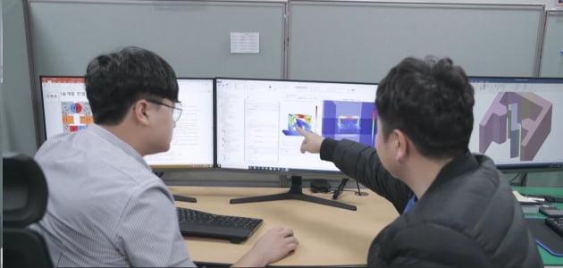 경남창원국가산단의 3D 시뮬레이션센터 검토 장면
