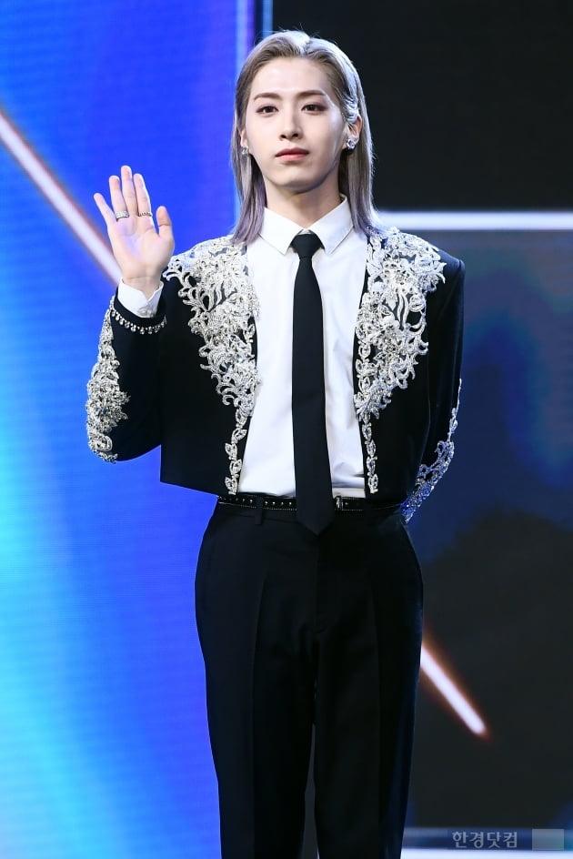 [포토] 원어스 시온, '긴 머리도 잘 어울려~'