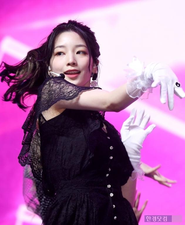 [포토] 로켓펀치 연희, '흰 장갑도 패션으로 소화'