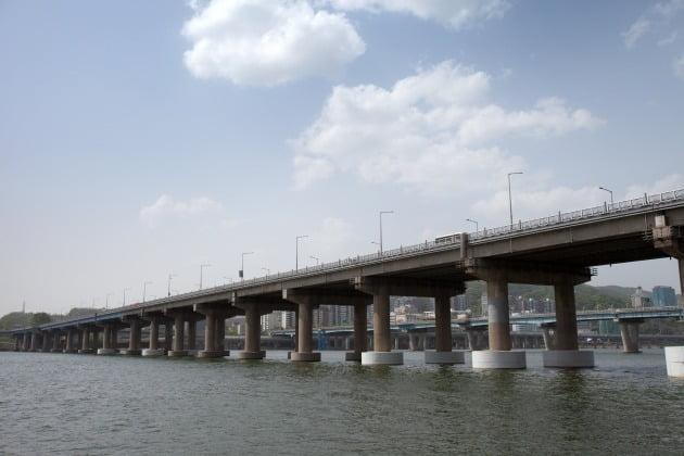 사진=게티이미지뱅크 한강 도로변 풍경 (기사와 무관)