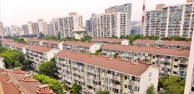올초 서울시 도시계획위원회에서 재건축 정비계획안이 통과된 서울 노원구 상계주공5단지.  /한경DB