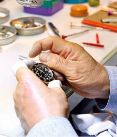 2030세대 첫 명품 시계 선택법?…브랜드 '급'보다 '나'에게 초점 맞춰라
