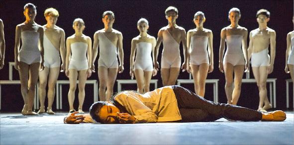 와이즈발레단이 2015년 선보인 창작 발레극 '마지막 탈출'의 한 장면.  와이즈발레단  제공