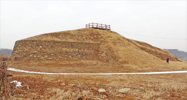 경기 연천군 임진강가에 세워진 고구려 강변방어체제 '호로고루성'. 서기 673년 당군과 호로하 전투를 벌인 곳이다.
