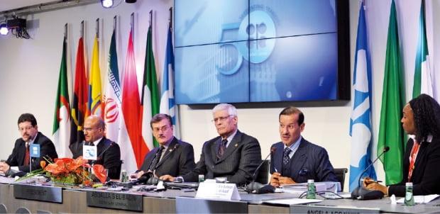 석유수출국기구(OPEC) 정기 총회 모습.  한경DB