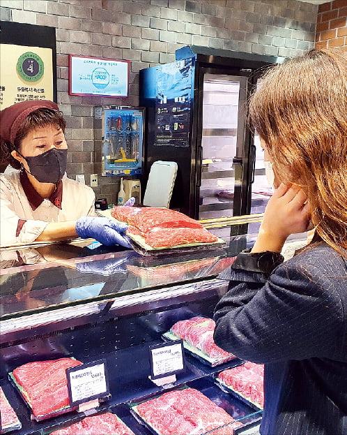 신세계백화점, 고품질 한우 끝판왕…바이어가 직접 경매 참여해 떼온다