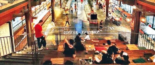 CIC FNB가 파주에 연 올인원 카페테리아 '더티 트렁크'