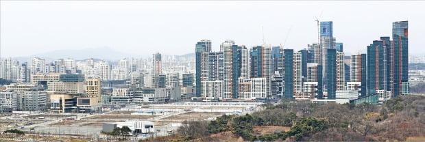 대전에 있는 중소벤처기업부가 세종으로 이전하면서 소속 공무원들에게 세종 아파트를 특별공급하기로 해 논란이 일고 있다. 세종시 아파트 전경. /한경DB