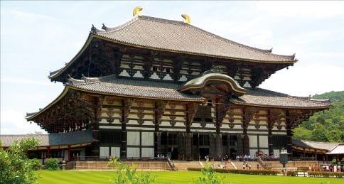 752년에 완성한 도다이지의 대불전(개축한 건물). 세계 최대 목조건축물로 설계·경비조달·기술자 등 백제계 유민 세력들이 주도해 건축했다.