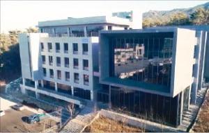기부금 113억 들였는데…7개월째 텅 빈 서울대 우석경제관
