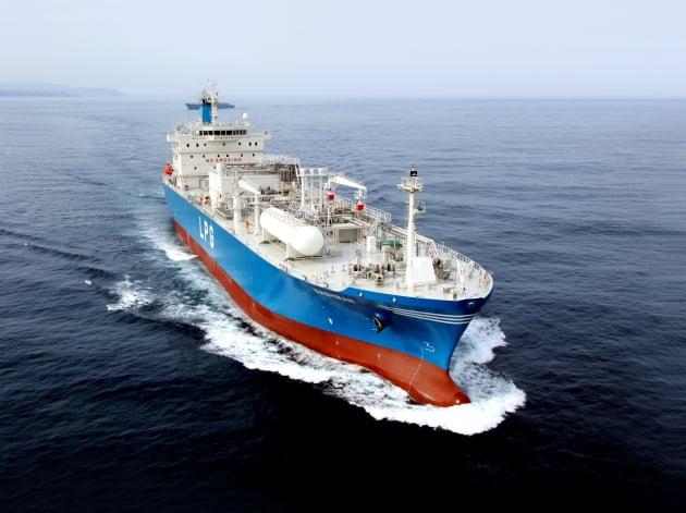 (사진) 현대중공업이 건조한 초대형 액화석유가스(LPG) 운반선. /현대중공업 제공