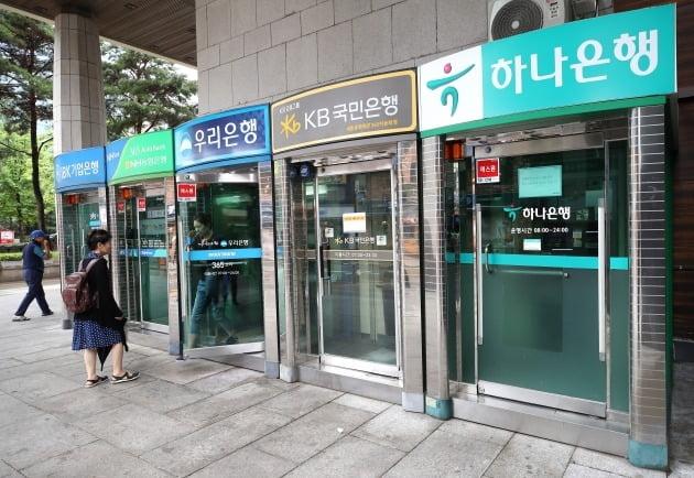 서울 종로구 세종문화회관 인근에 설치된 현금자동입출금기(ATM) 모습./사진=연합뉴스