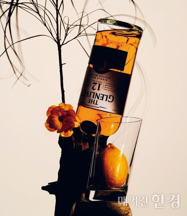 파인애플 향과 옅은 꽃향기로 화사하고 달콤한 맛이 일품인 '더 글렌리벳 12년' 750ml 9만 원대