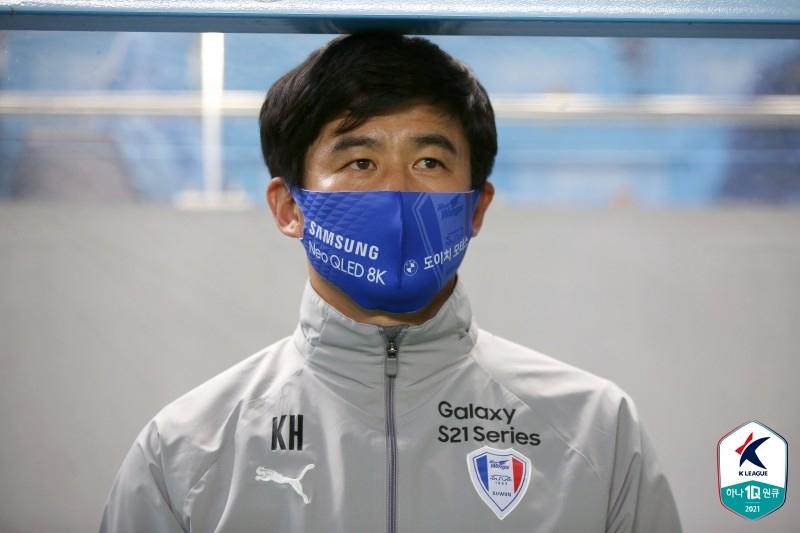 전반에 웃은 김기동 감독, 후반에 웃은 박건하 감독