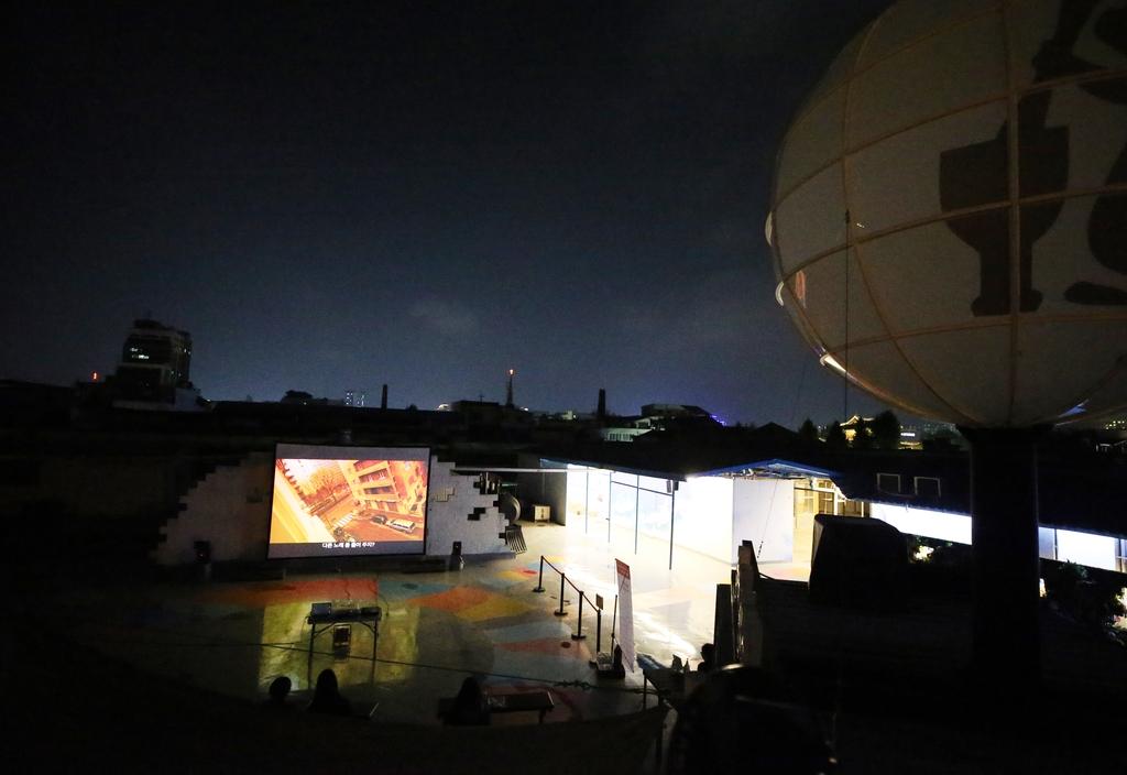 전주국제영화제 예매를 놓쳤다면…밤하늘 아래 '골목영화관'으로