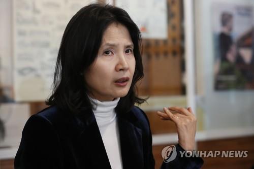 """일곱번째 시집 낸 최영미 """"순리 따르는 게 중요하단 걸 체감"""""""