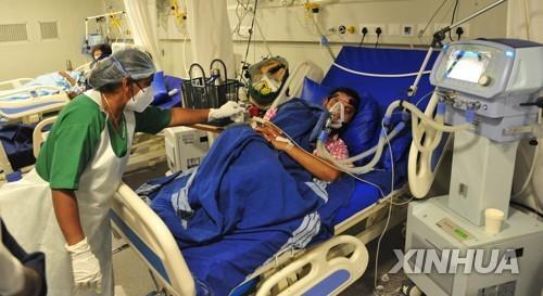 의료붕괴 위기 인도…인턴 현장 투입·군에 병원운영 요청(종합)