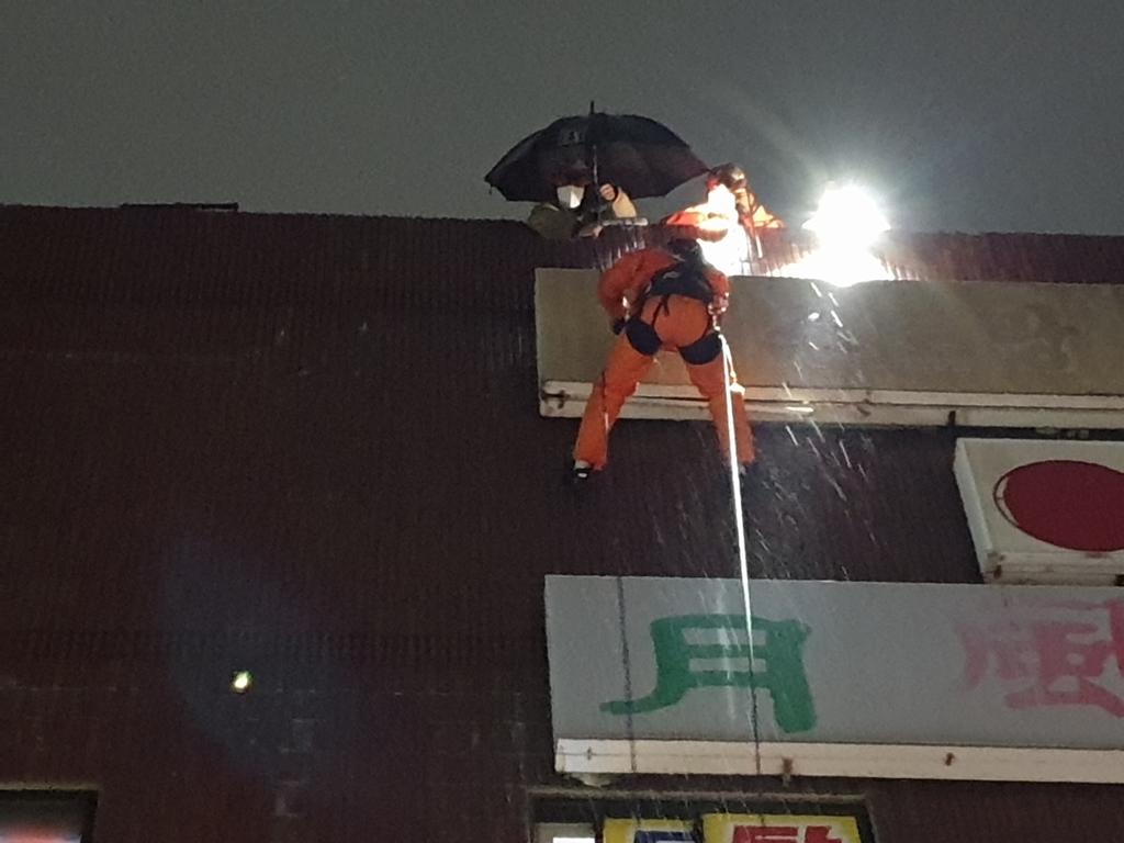 부산서 강풍에 주택 창문 주차 차량에 추락…부상자는 없어
