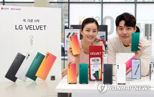 SKT, LG폰 중고보상 프로그램으로 갤폴드·아이폰 교체해준다