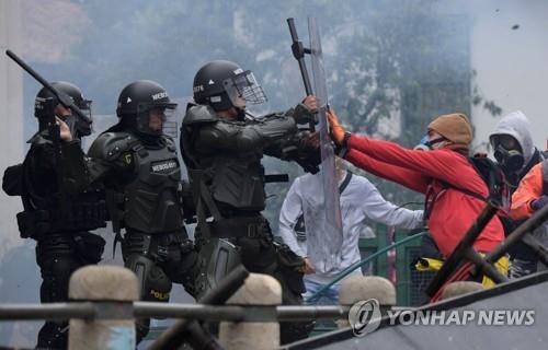 콜롬비아 '폭발한 민심'에 유혈진압…시민·경찰 24명 사망