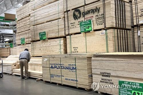 미국 목재 가격 급등에 집값 '들썩'…목재 도둑까지 기승