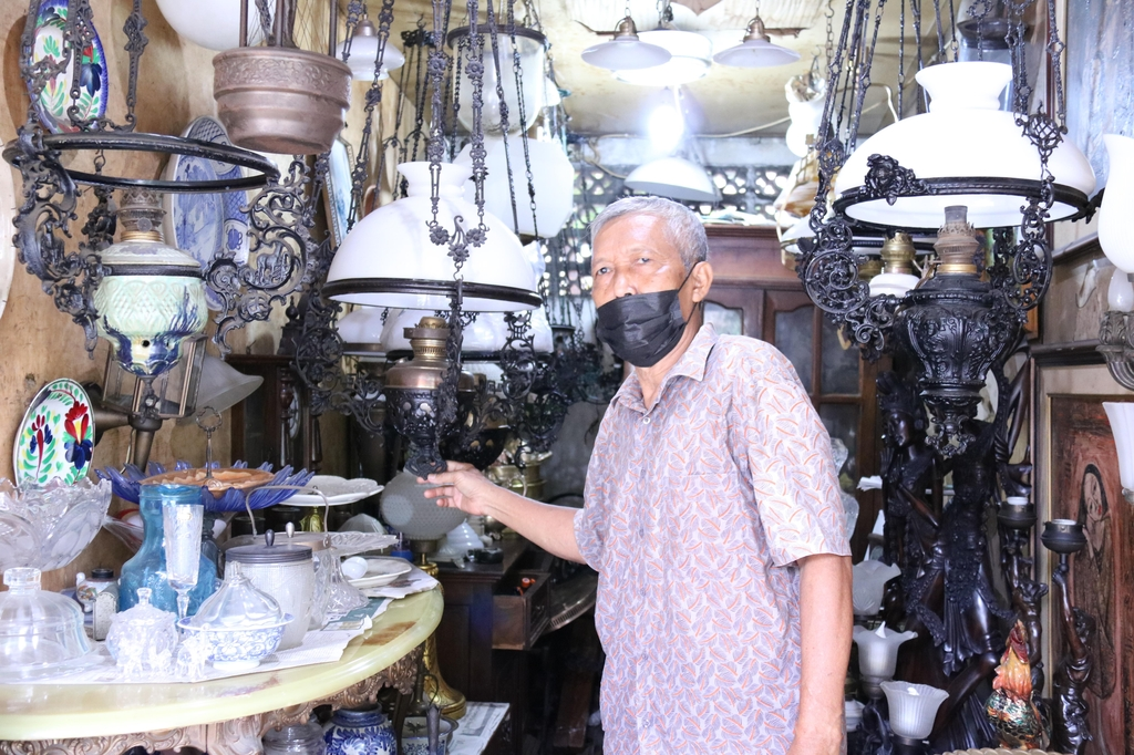 [잘란 잘란] 100년 넘은 축음기가 150만원…자카르타의 골동품거리