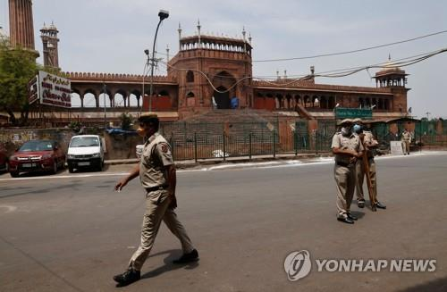 인도 4일째 신규확진 40만명대 '폭증'…지역별 봉쇄 확대