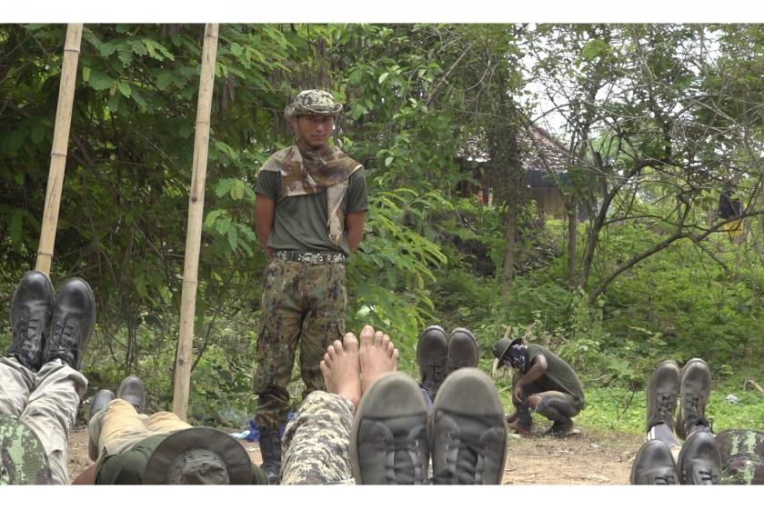 """반군부 훈련병 교관된 미얀마군 장교 """"군부도 죽을 준비 하기를"""""""