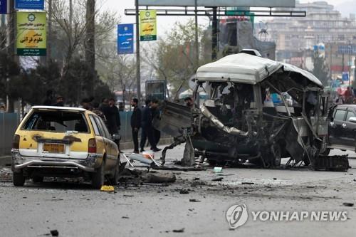 '미군철수' 아프간서 연일 폭탄테러…이번엔 버스공격 13명 사망