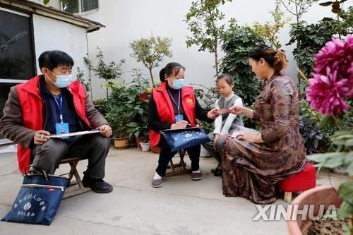 '14억의 나라' 중국, 인구 정점 임박…경제성장 발목 잡히나(종합)