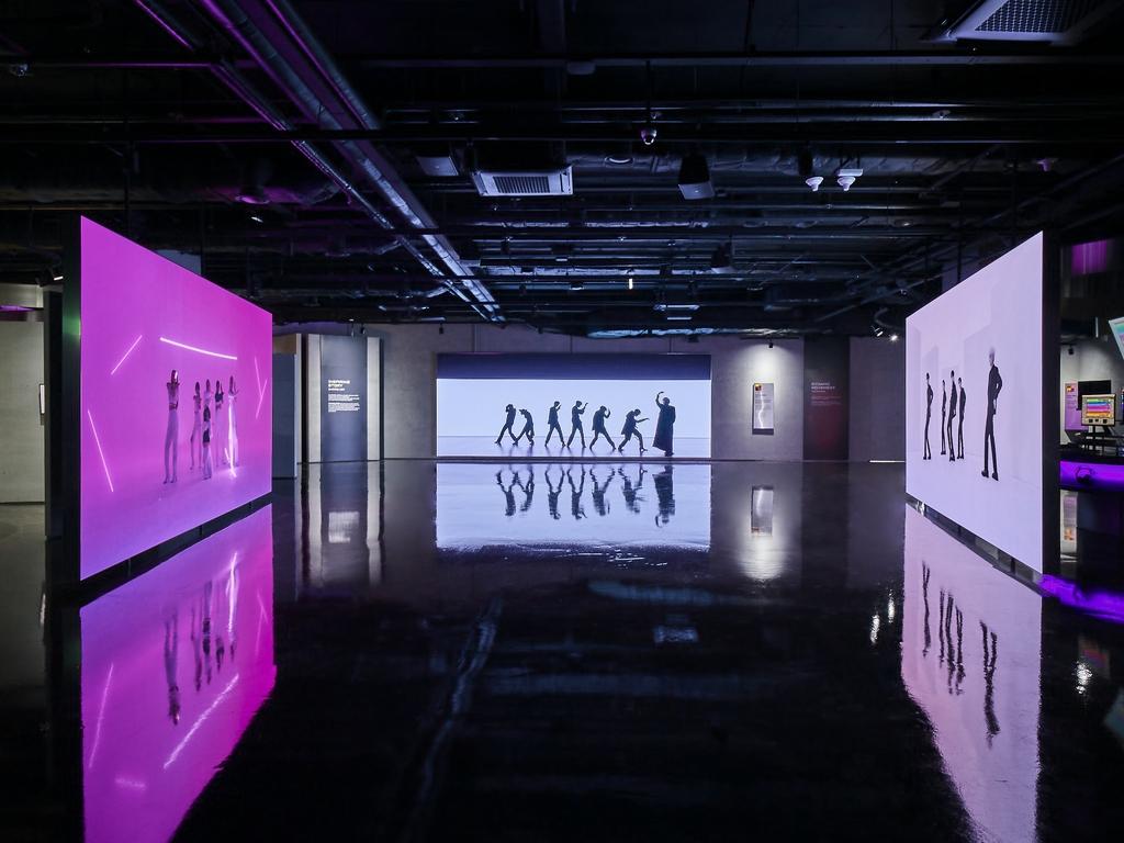 '데미안'속 밑줄, BTS 세계관 지도…오감으로 경험하는 음악