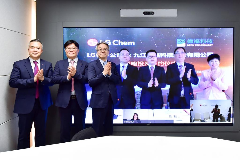 LG화학, 中 동박 회사에 400억원 투자…배터리 소재 강화