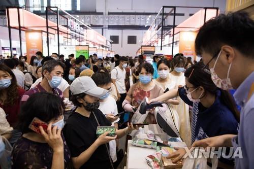 중국 4월 소매판매 17.7%↑…내수 강조에도 예상치 못미쳐(종합)