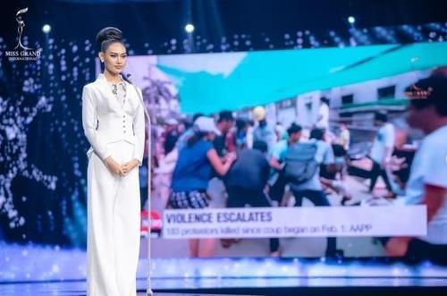 """""""미얀마 위해 기도를"""" 미스 미얀마, 처벌 위험에 '발동동'"""