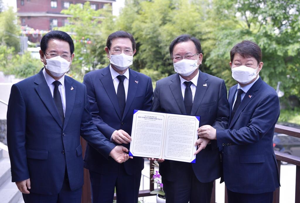이용섭 광주시장, 김 총리에 달빛철도·군 공항 이전 지원 요청