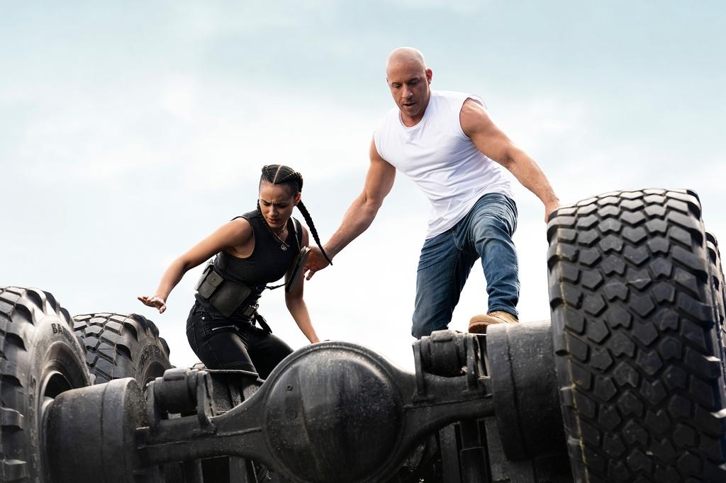 물리법칙 뛰어넘는 화려함…영화 '분노의 질주: 더 얼티메이트'