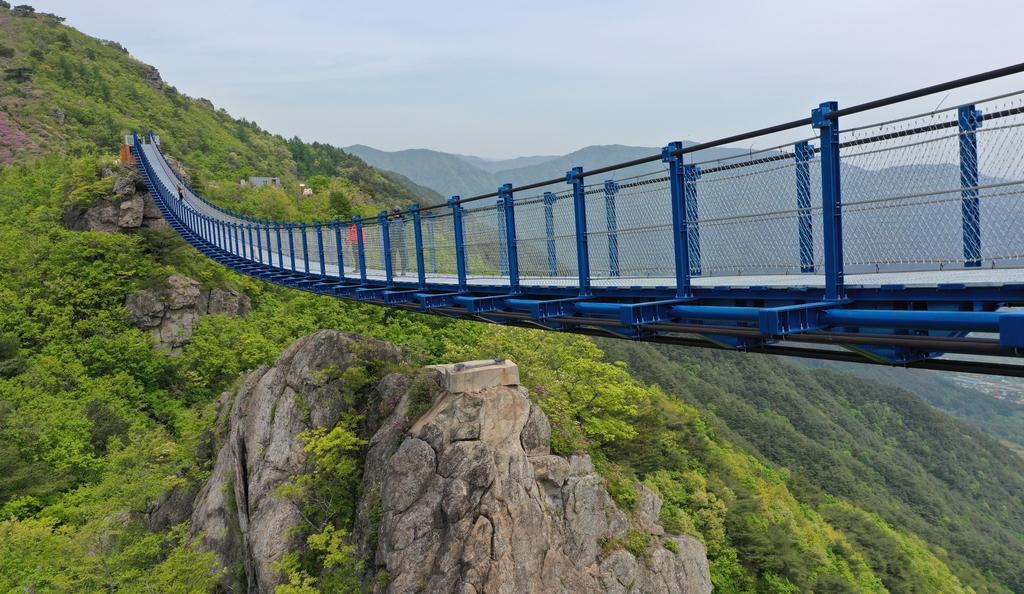 하동 성제봉에 137m 구름다리 완공…섬진강 비경 한눈에 | 한경닷컴